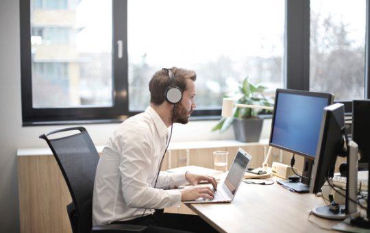 headphones-of-high-quality-premium-aesthetics